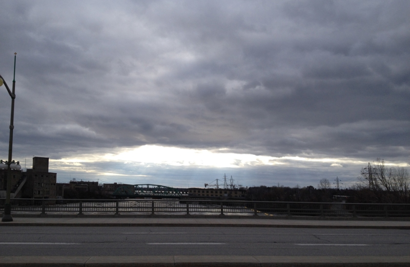 April sky over the Chaudière dam