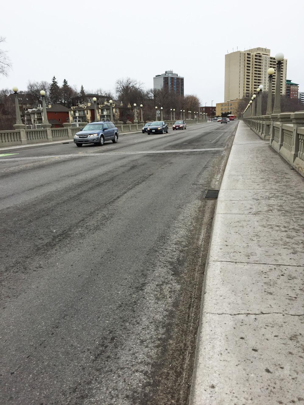 Missing bike lane heading west over the Cummings Bridge