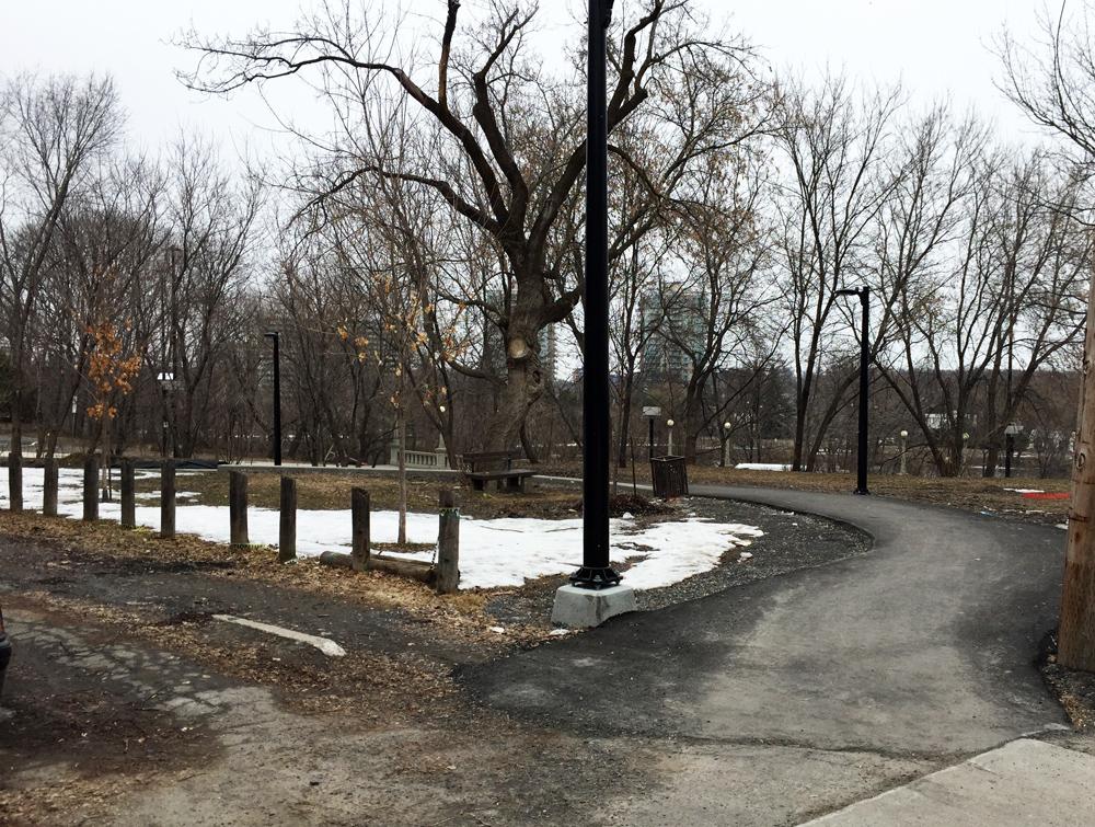 Path through Besserer Park