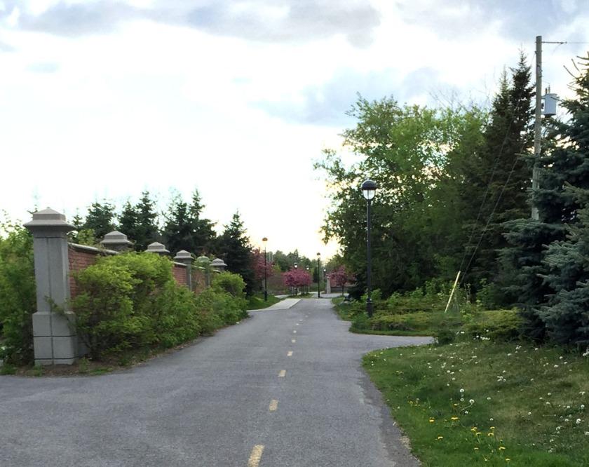 Path along Boulevard des Allumetteèrres
